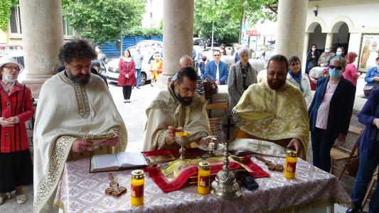 Prima Liturghie de duminică , după redeschiderea partiala a bisercilor